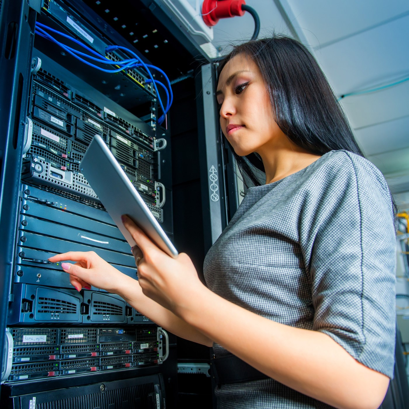 young-engineer-businesswoman-with-tablet-in-network-server-room_t20_RwEAKB